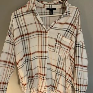 ✺white, burgundy, black plaid shirt